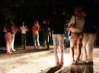 tres prostitutas en la calle prostitutas en el puerto de la cruz